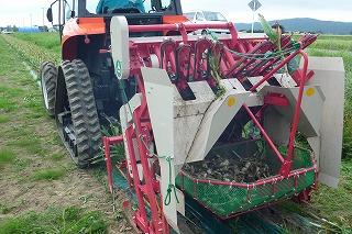 HN402C 日本佐佐木适合45-60马力的拖拉机 大蒜收获机
